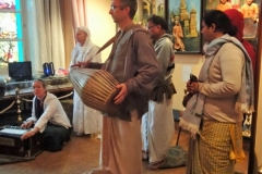 Sundar Gopal leading kirtana